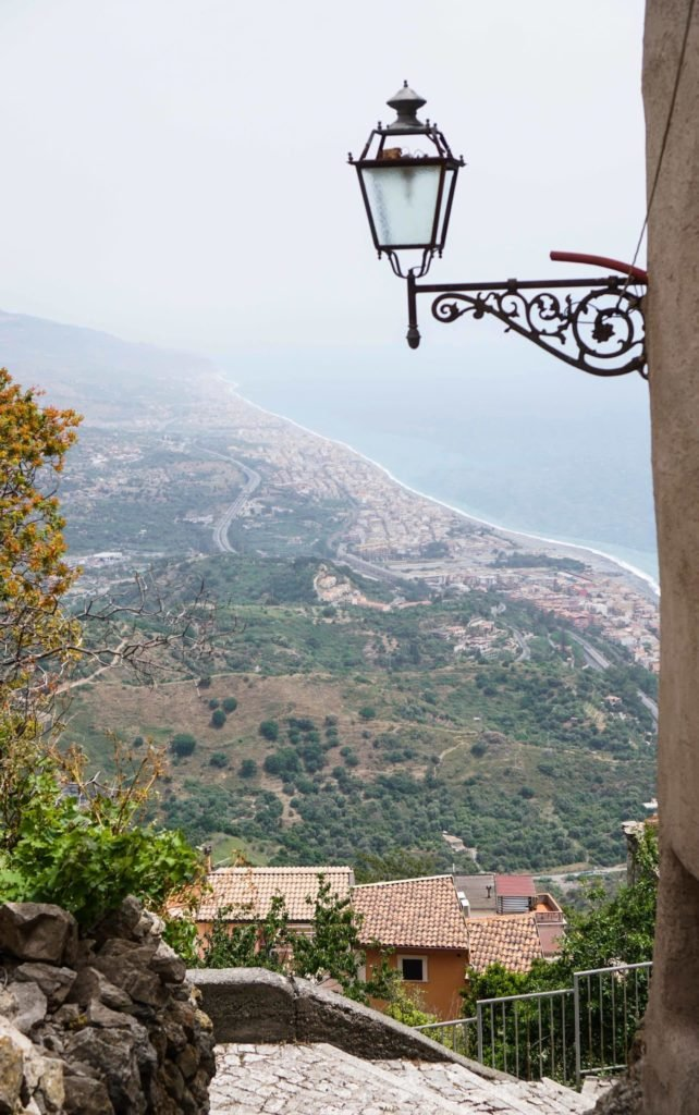 Вид на море с Форцы ди Агро