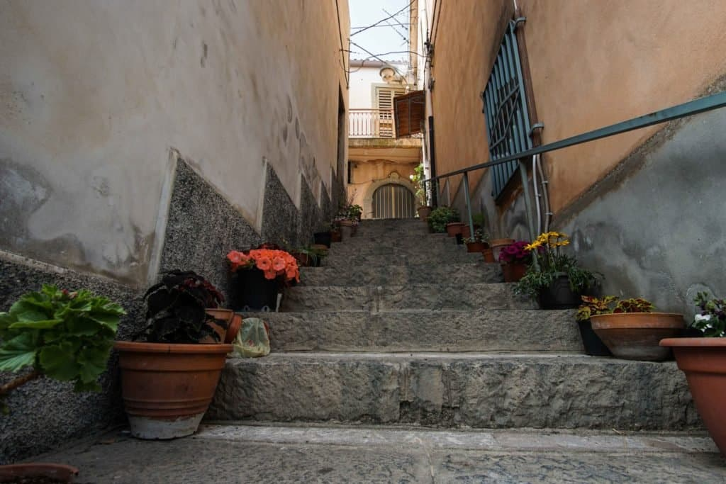 Улица в Casalveccio Siculo