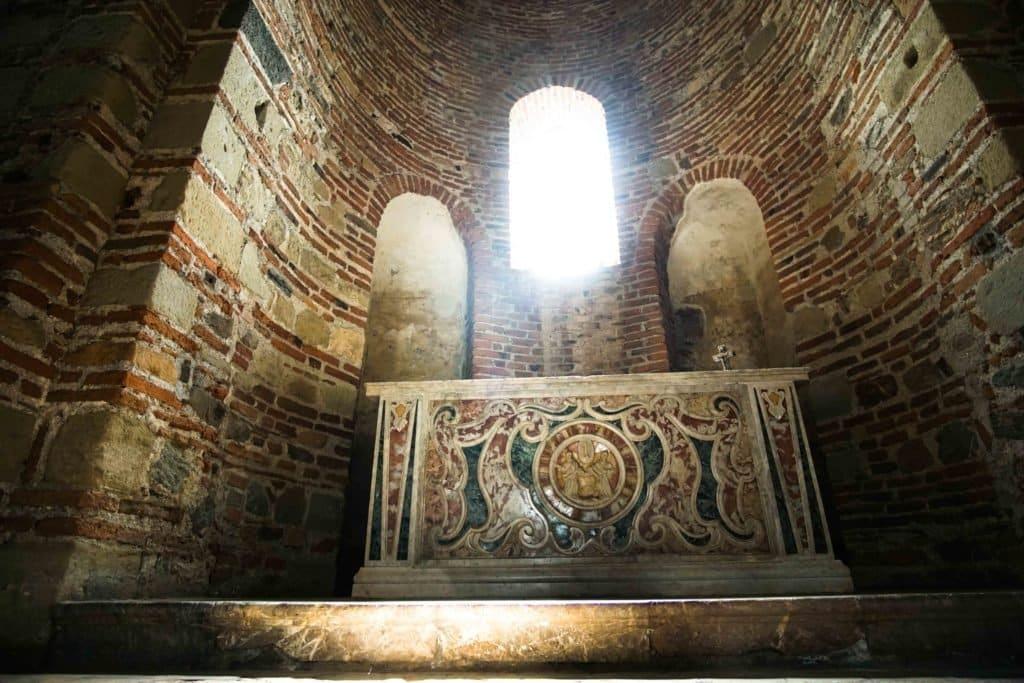 Chisea San Pietro altar