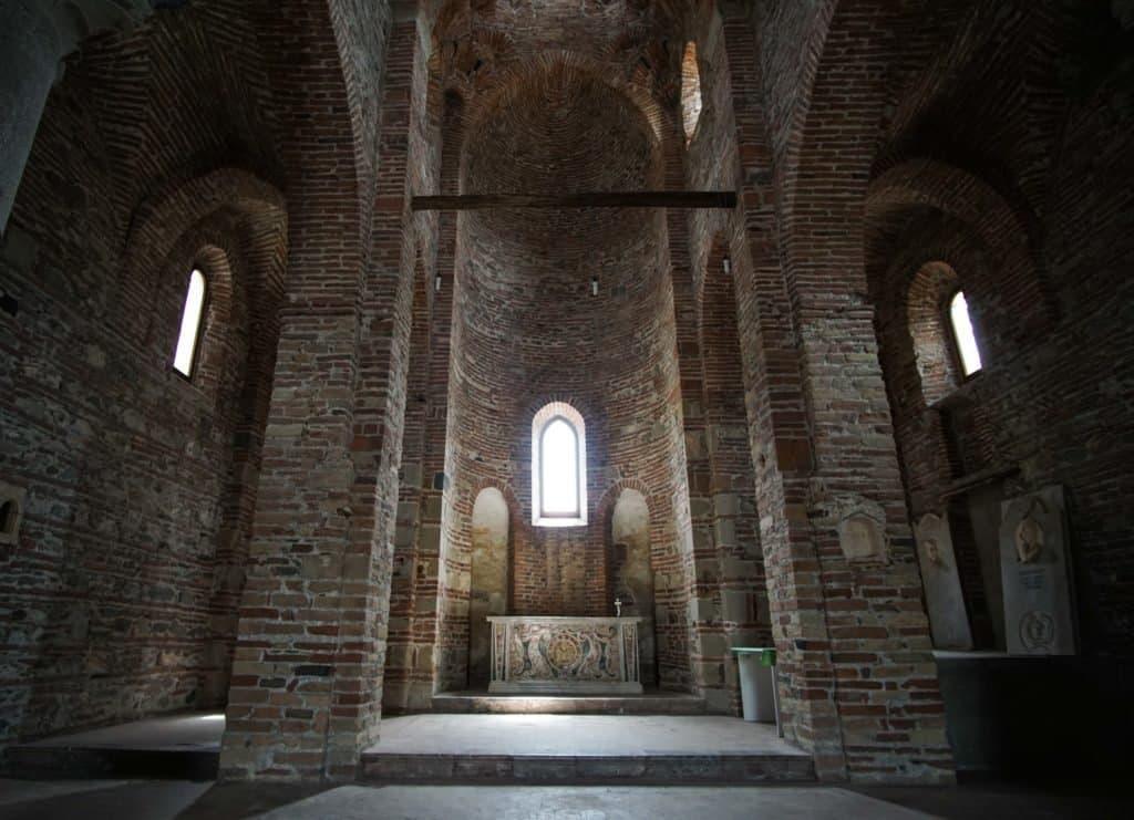San Pietro e Paolo interior