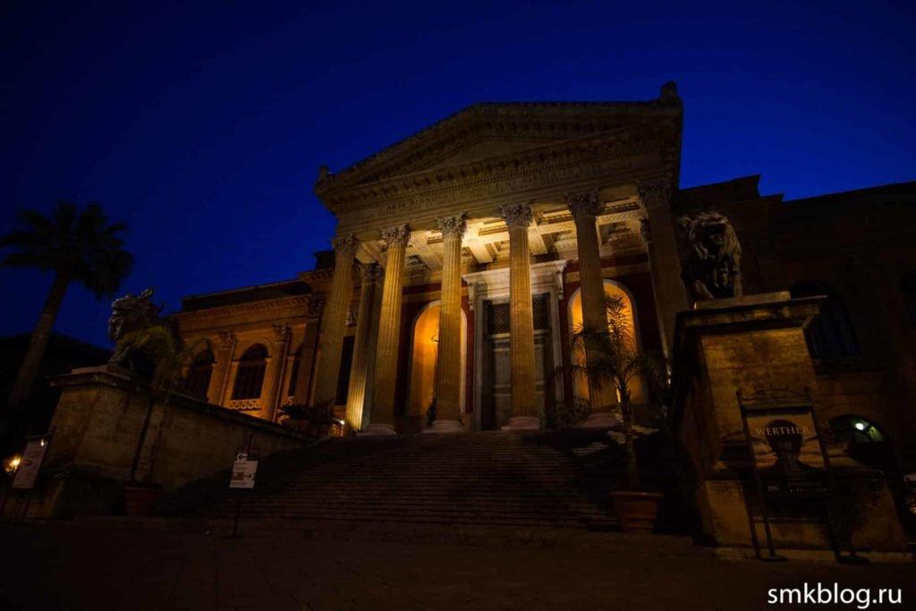 Театр Массимо ночью