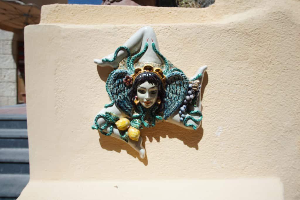 Тринакрия из керамики