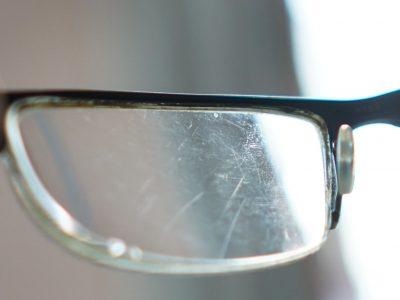 Царапины на очках