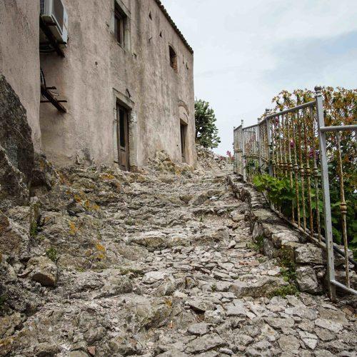 Старые ступени в горе