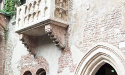 Знаменитый балкон Джульеты