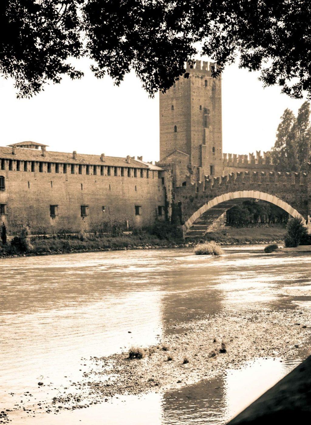 Замок Кастельвьеккио и река Адидже